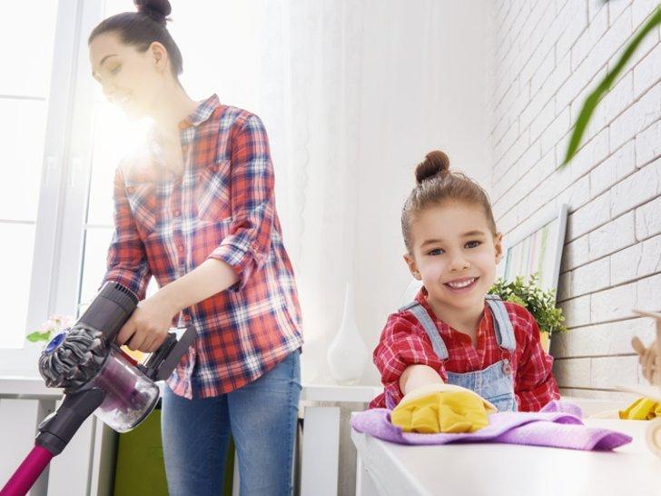 5 Cara Cerdas Agar Anak Mau Bantu Beres-beres Rumah