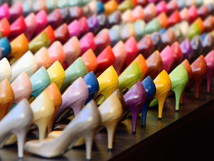 Apa yang Harus Dipakai dengan Sepatu Warna-Warni