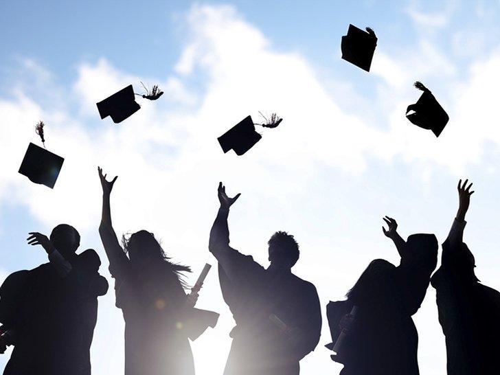 Apakah Kita Perlu Kuliah dan Punya Gelar agar Sukses?