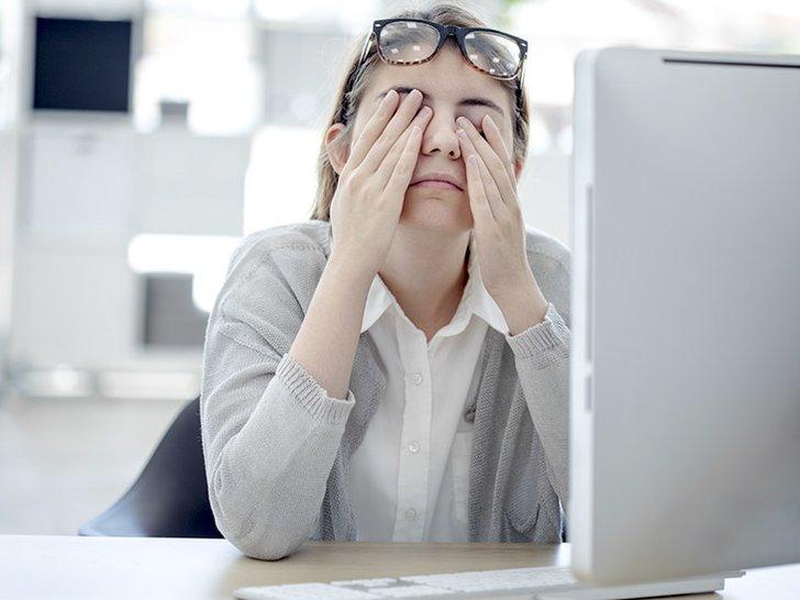 6 Cara ini akan Membuat Matamu Melek Saat di Kantor