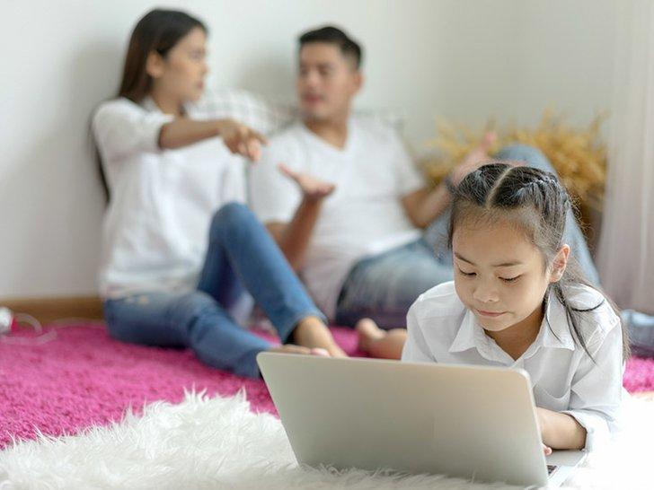 Kalimat yang Sebaiknya Dihindari Suami-Istri di Depan Anak