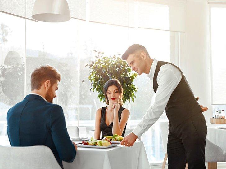 7 Etika Dasar di Meja Makan yang Harus Kamu Tahu