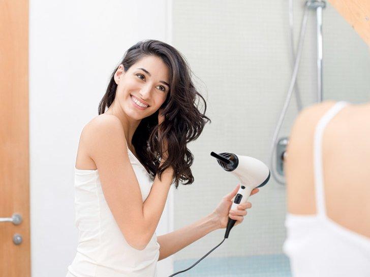 Tanpa Disadari Kita Sering Melakukan 8 Kesalahan Saat Menggunakan Pengering Rambut