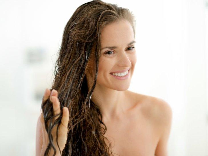 10 Shampo Terbaik untuk Rambut Kering agar Bersinar Lagi