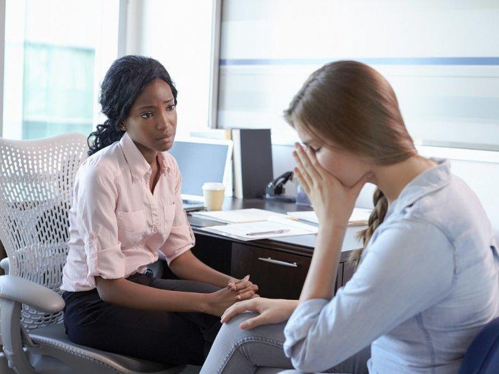 Hindari Mengatakan 4 Hal Ini Saat Temanmu Sedang Kesusahan