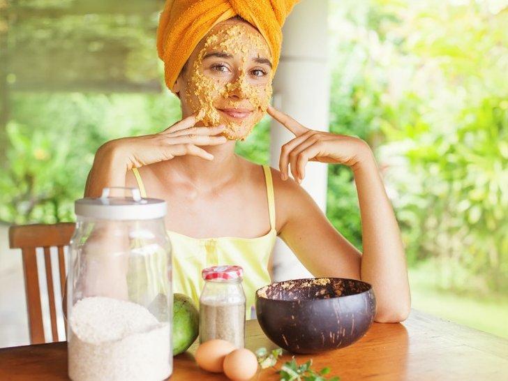 5 DIY Scrub Wajah yang Bisa Dilakukan di Rumah