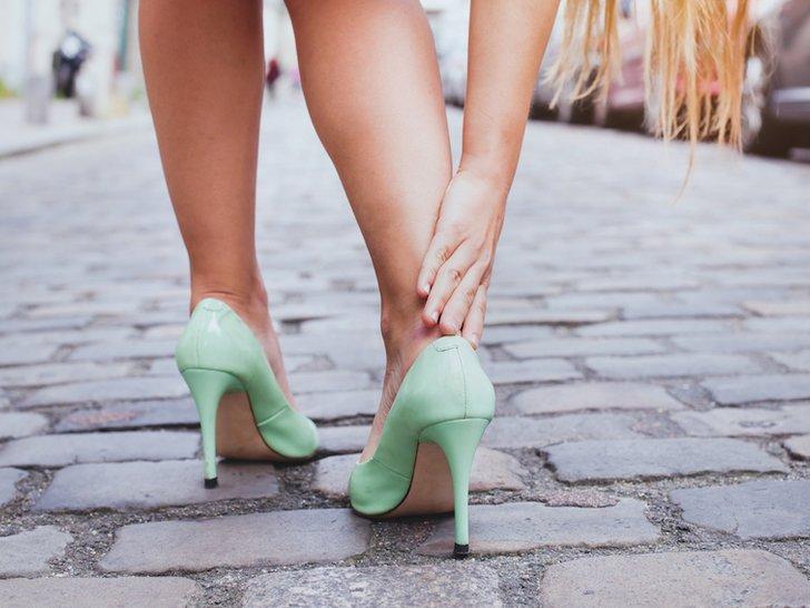 Cara Mengakali Sepatu Kekecilan Agar Tetap Bisa Dipakai