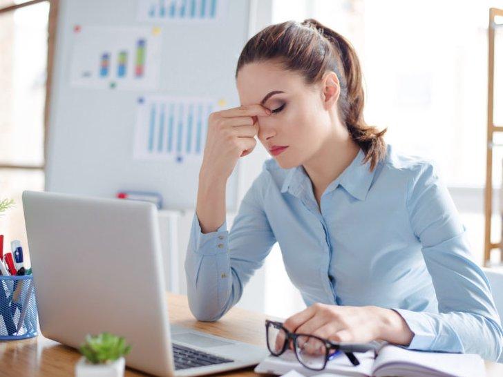Apa Wajar Jika Kamu Menangis di Kantor?