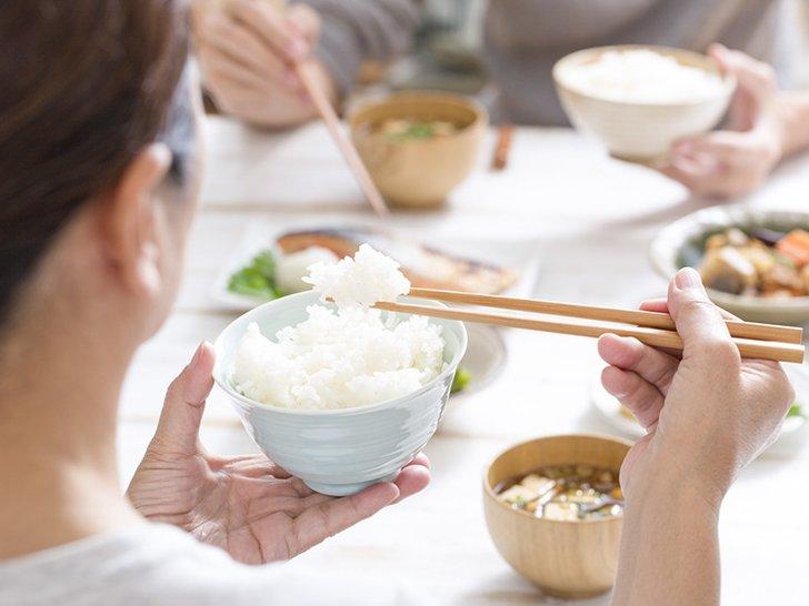 5 Kebiasaan Makan yang Bisa Merusak Kesehatan