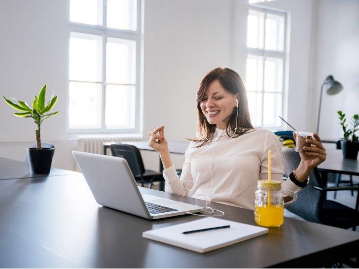 Cara Mudah Agar Tetap Happy Walau Banyak Tekanan di Kantor