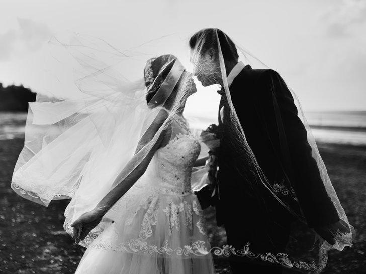 Mimpi Melihat Orang Menikah? Inilah Artinya