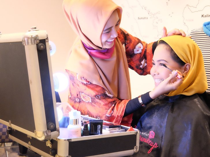 'Nyalon' Gratis! Kantor MAP Kedatangan Woop X Hello Beauty