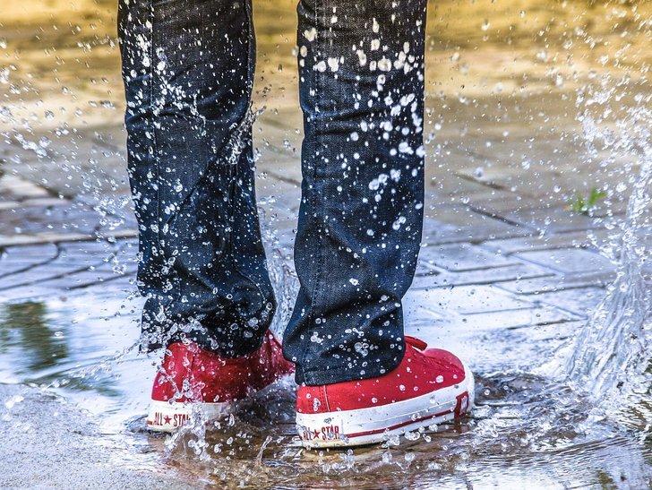 Musim Hujan, Ini 7 Cara Mengeringkan Sepatu dalam Semalam