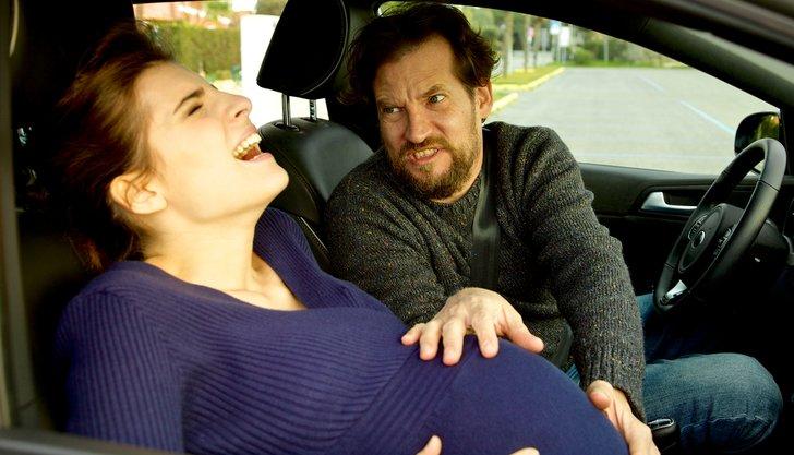 Mengejutkan! Seorang Wanita Melahirkan di Mobil Grab