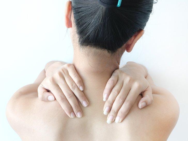 7 Cara Cepat dan Praktis Memutihkan Kulit Leher yang Hitam